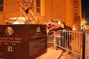 Oooh da Blackhawks (My Sister, far right, OBSESSED & AWESOME.)
